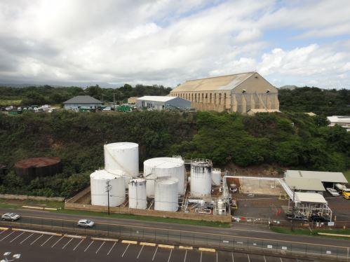 Arrêt du bateau croisière au port - paysage hawaïen